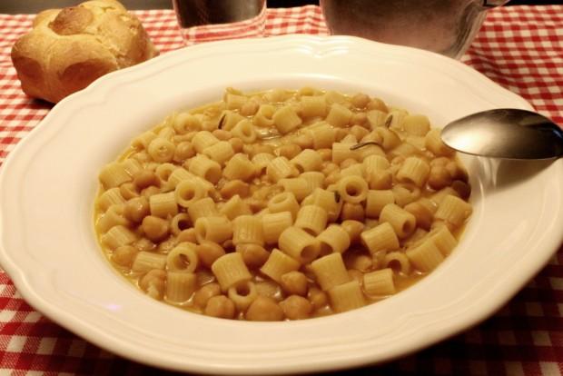 Pasta e ceci pasta con garbanzos a la romana la for Pasta tipica romana