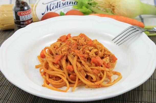 Pasta Vegetariana Con Sofrito Italiano De Tomate Y Tofu