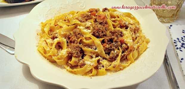 Tagliatelle amb ragù a la bolognese italià autèntic ~ Primers Receptes  ~ La ragazza col mattarello