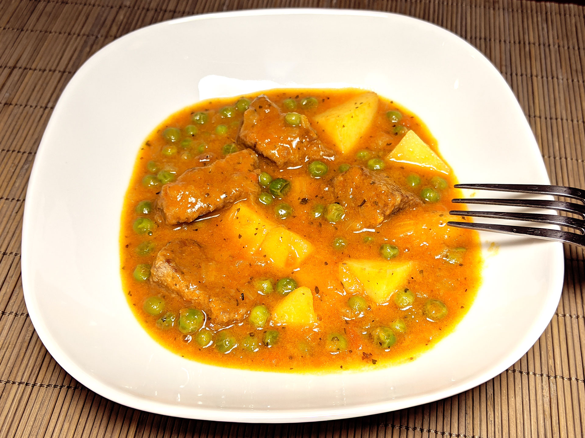 Veal stew with potatoes and peas (spezzatino con patate e piselli) ~ Recipes Second courses  ~ La ragazza col mattarello