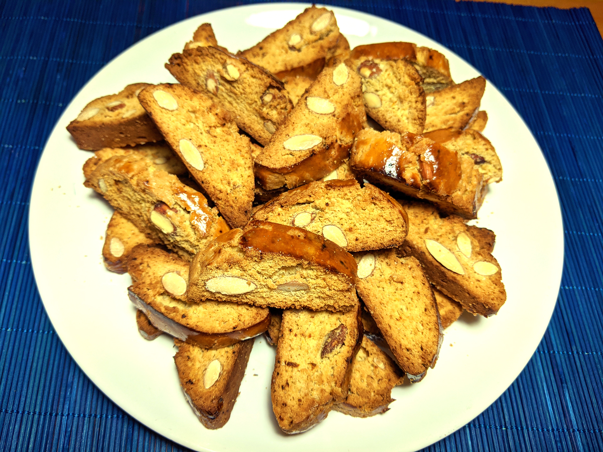 Almond biscuits (cantucci toscani) ~ Desserts Recipes  ~ La ragazza col mattarello