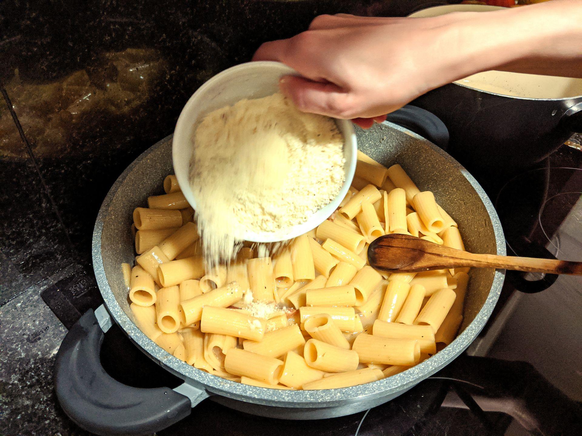 Pasta alla gricia ~ Main courses Recipes  ~ La ragazza col mattarello