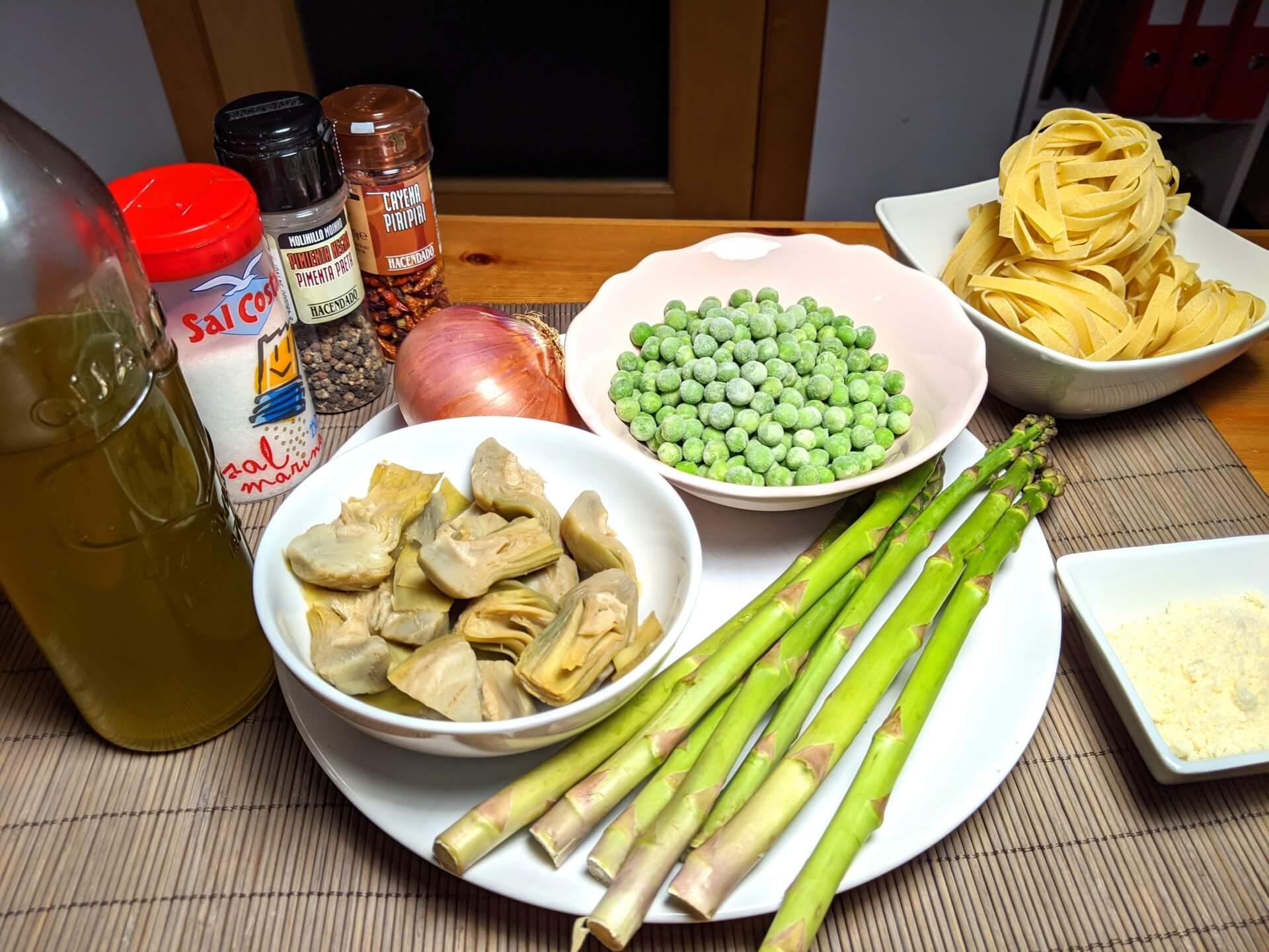 Pasta with artichokes, asparagus and peas (Pasta primavera con asparagi, carciofi e piselli) ~ Main courses Recipes  ~ La ragazza col mattarello