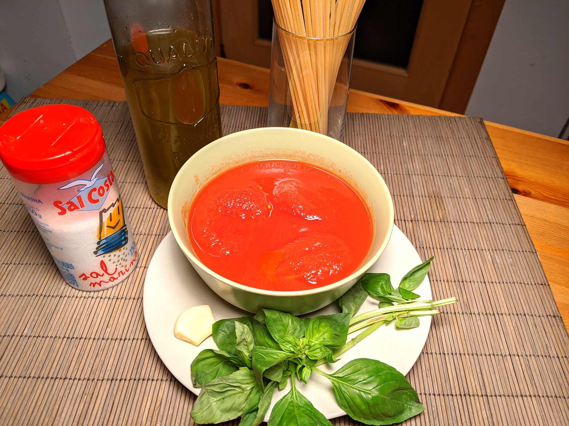 Pasta with tomato and basil (pasta al pomodoro all'italiana) ~ Main courses Recipes  ~ La ragazza col mattarello