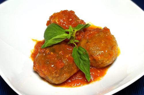 Albóndigas con salsa de tomate y albahaca a la italiana (polpette al sugo)