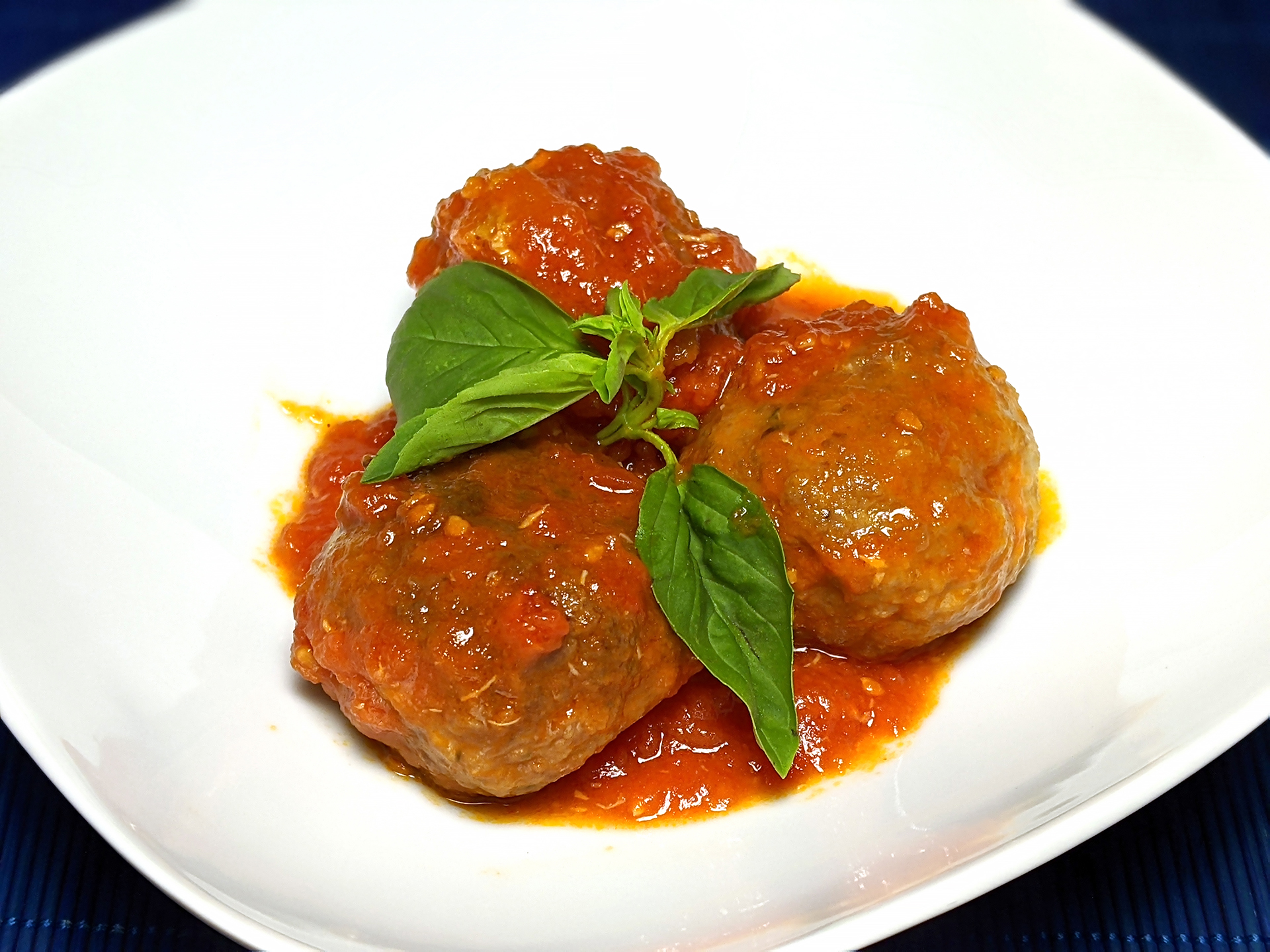 Meatballs with tomato sauce and basil Italian style (polpette al sugo) ~ Recipes Second courses  ~ La ragazza col mattarello