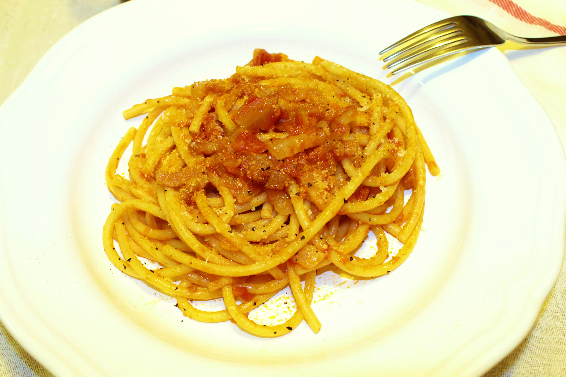 Amatriciana pasta (bucatini all'amatriciana) ~ Main courses Recipes  ~ La ragazza col mattarello